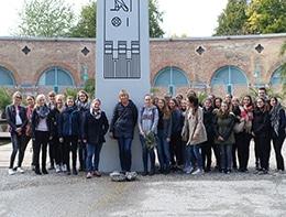 Gruppenfoto vor der Pharao-Ausstellung