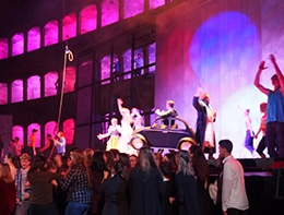 Action auf der Bühne bei Dionysien 2017