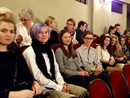 Schülerinnen im Landestheater