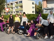 Gruppenfoto bei den Mopeds - Magic Garnment