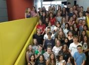Gruppenfoto der Schüler auf der Stiege im ArsElectronicaCenter