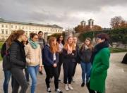 Schülerinnen im Mirabellgarten